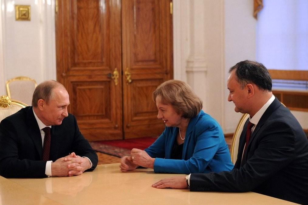 Predsednik Rusije Vladimir Putin na sastanku sa sa Igorom Dodonom, liderom moldavske Partije socijalista i bivšom premijerkom Moldavije Zinaidom Grečani, Moskva, 05. novembar 2014. (Foto: kremlin.ru)