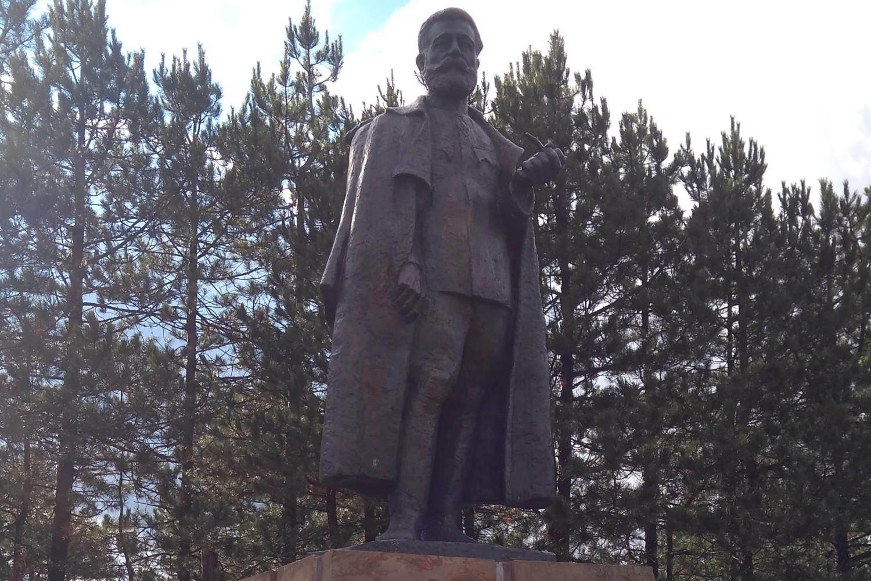 Spomenik Dragoljubu Mihailoviću na Ravnoj gori (Foto: Radomir Jovanović/Novi Standard)