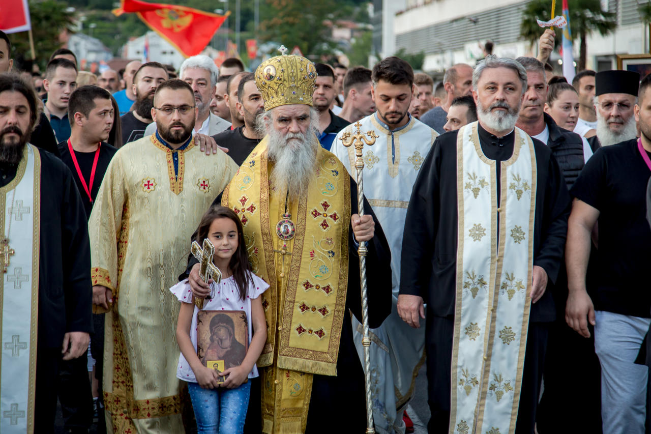 Blaženopočivši mitropolit Amfilohije na čelu litija za odbranu svetinja, Podgorica, 14. jun 2020. (Foto: Boris Musić/mitropolija.com)