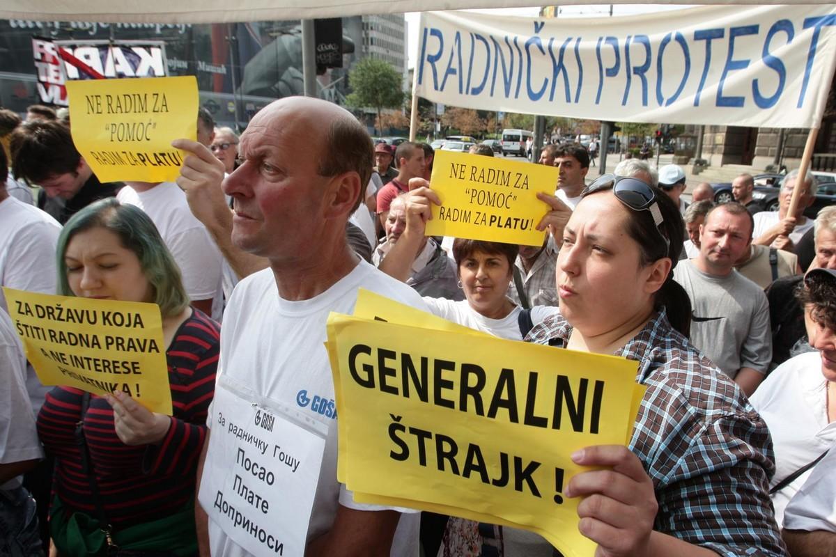 """Protest radnika """"Goše"""" ispred zgrade Vlade Srbije, 2017. godine (Foto: Tanjug/Sava Radovanović)"""