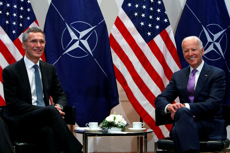 Tadašnji američki potpredsednik Džo Bajden tokom sastanka sa generalnim sekretarom NATO-a Jensom Stoltenbergom na Minhenskoj bezbednosnoj konferenciji, 07. februar 2015. (Foto: Michaela Rehle/Reuters)