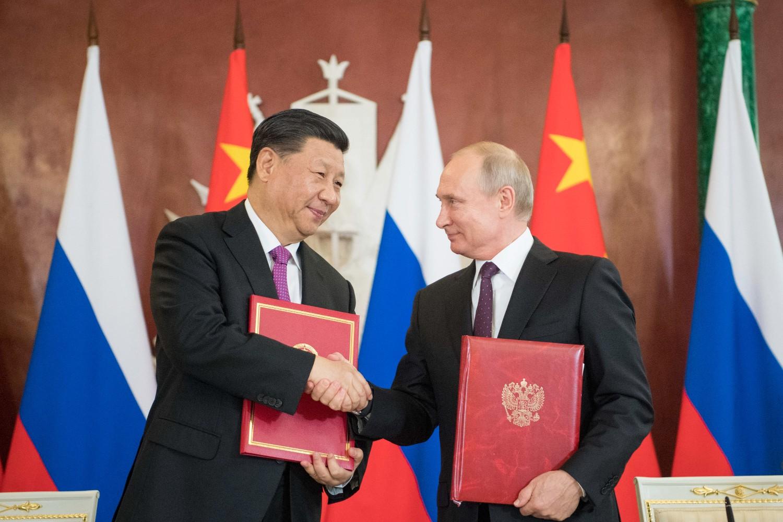 Kineski predsednik Si Đinping i ruski predsednik Vladimir Putin tokom potpisivanja Izjave o podizanju bilateralnih veza na nivo sveobuhvatnog strateškog partnerstva, Moskva, 05. jun 2019. (Foto: Xinhua/Li Xueren)
