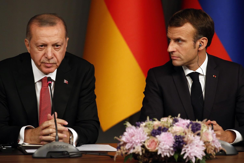 Turski predsednik Redžep Tajip Erdogan i francuski predsednik Emanuel Makron tokom konferencije za medije nakon održanog samita o Siriji, Istanbul, 27. oktobar 2018. (Foto: AP Photo/Lefteris Pitarakis)