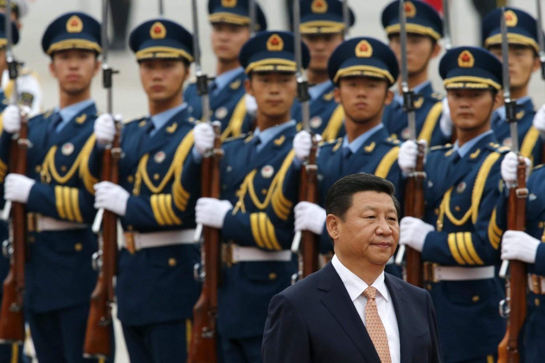 Kineski predsednik Si Đinping vrši smotru počasne garde na ceremoniji dočeka venecuelanskog predsednika Nikolasa Madura ispred Velike sale naroda, Peking, 22. septembar 2013. (Foto: Reuters/Kim Kyung Hoon)