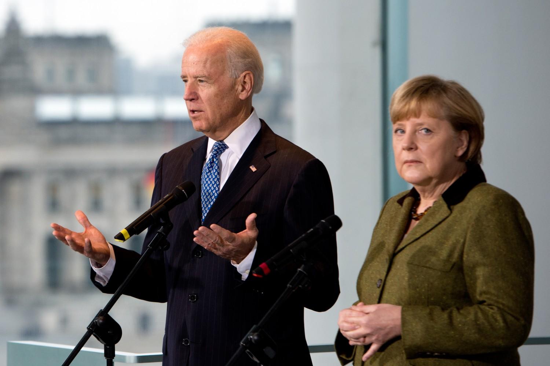 Američki potpredsednik Džo Bajden tokom konferencije za medije sa nemačkom kancelarkom Angelom Merkel nakon njihovog sastanka u Berlinu 2013. (Foto: Johannes Eisele/AFP/Getty Images)