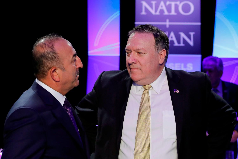Turski ministar spoljnih poslova Mevlut Čavušoglu tokom razgovora sa američkim državnim sekretarom Majkom Pompeom tokom NATO samita u Briselu, 11. jul 2018. (Foto: AP Photo/Yves Herman)