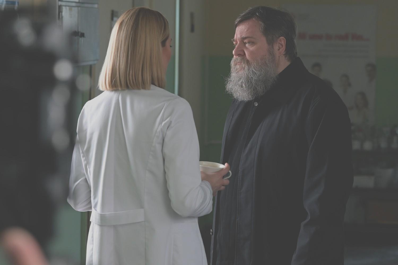 """Nikola Pejaković u jednoj sceni serije """"Kosti"""" (Foto: Bosonoga produkcija)"""