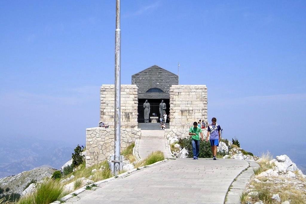 Njegošev mauzolej na vrhu Lovćena (Foto: Wikimedia/Michal Krumnikl)