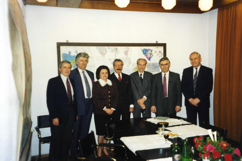Članovi delegacije srpske dijaspore na sastanku sa Radovanom Karadžićem (Foto: CLIO/Arhiva KSU/Novi Standard)