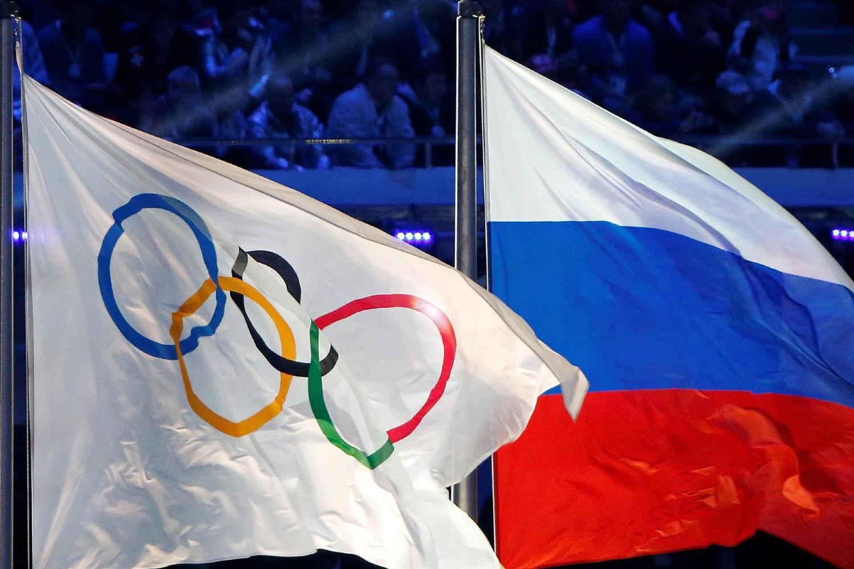 Olimpijska i ruska zastava tokom ceremonije zatvaranja Zimskih olimpijskih igara u Sočiju, 23. februar 2014. (Foto: Reuters/Jim Young)