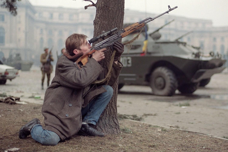 Prikaz uličnih borbi u Bukureštu, 24. decembar 1989. (Foto: Joel Robine/AFP via Getty Images)
