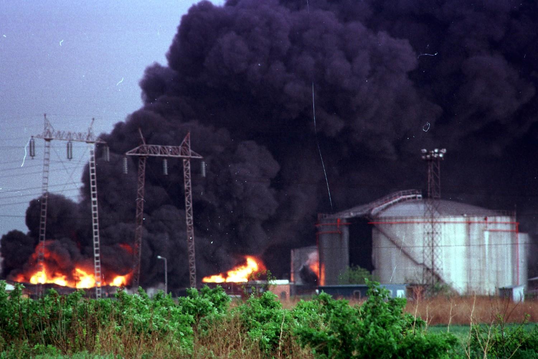Požar u rafineriji nafte u Pančevu tokom NATO agresije 1999. (Foto: Tanjug/Vladimir Dimitrijević)