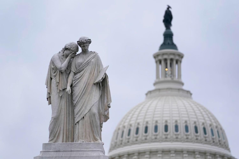 Spomenik miru, poznat kao Pomorski spomenik ili Spomenik mornarima iz građanskog rata ispred zgrade Kapitola u Vašingtonu (Foto: AP Photo/Susan Walsh)