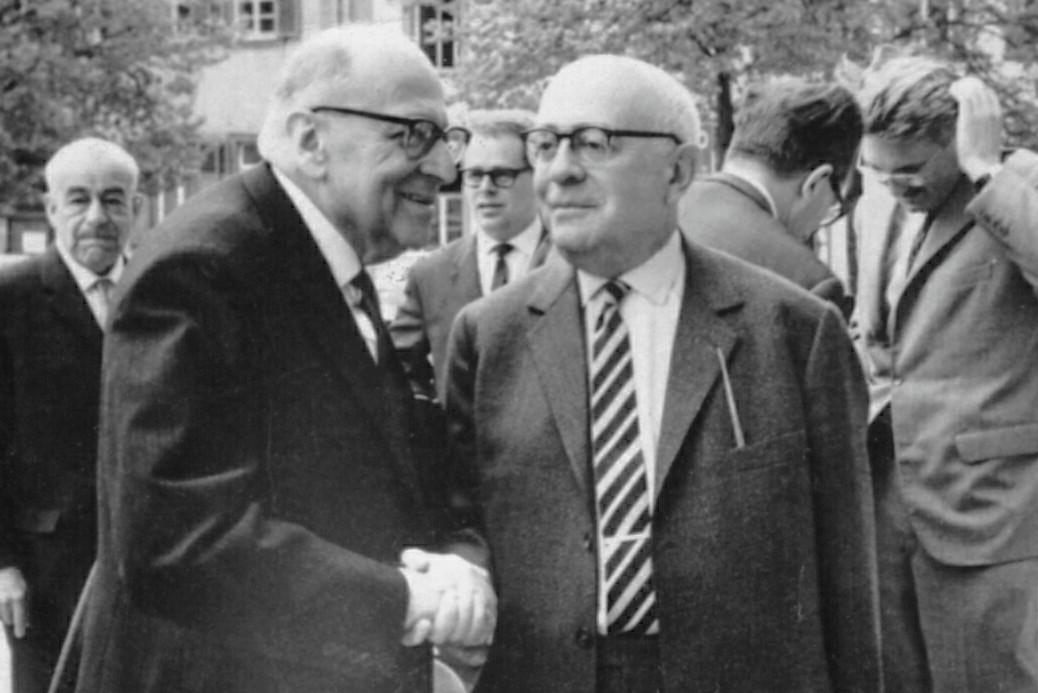 Maks Horkhajmer i Teodor Adorno tokom razgovora u Hajdelbergu, april 1964. (Foto: Jjshapiro at English Wikipedia, CC BY-SA 3.0)