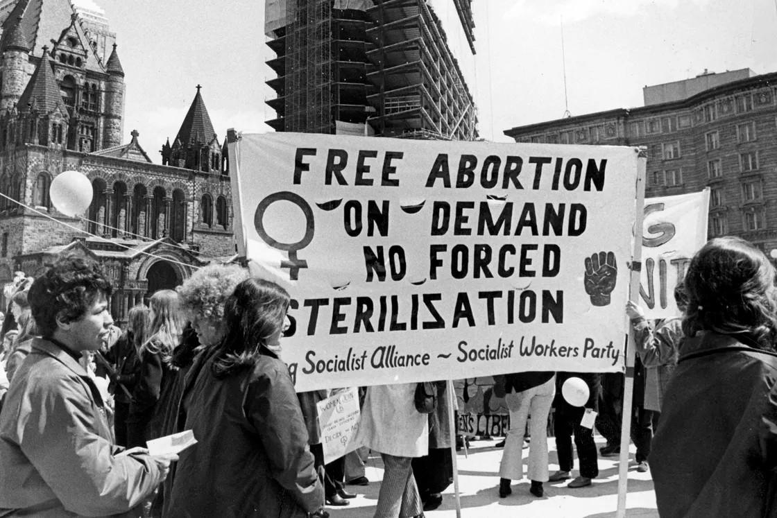 Marš ženskog oslobođenja na jednom trgu u Bostonu, 17. april 1971. (Foto: Charles B. Carey/The Boston Globe/Getty Images)