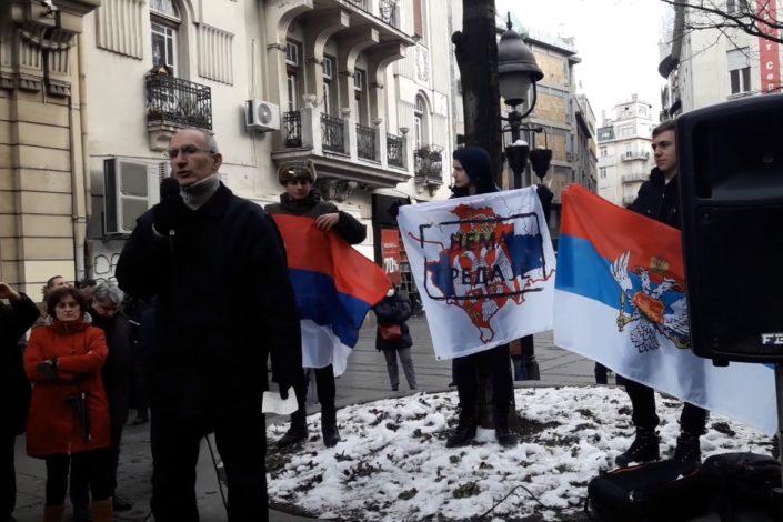 Protest ispred SANU, apel akademicima za smenu predsednika Kostića