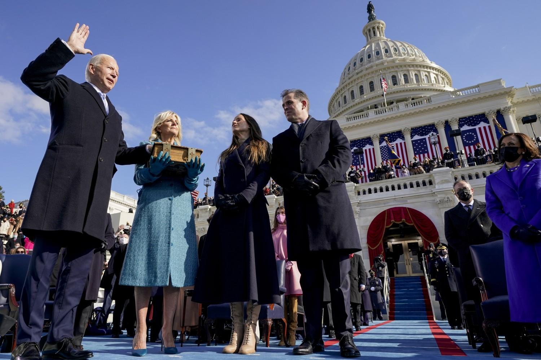 Novoizabrani američki predsednik Džozef Bajden tokom polaganja zakletva u sklopu inauguracije, Vašington, 20. januar 2021. (Foto: AP Photo/Andrew Harnik)