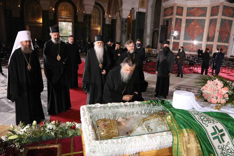 Sveštenstvo SPC tokom opraštanja od blaženopočivšeg patrijarha Irineja u Hramu Svetog Save, 22. novembar 2020. (Foto: đakon Dragan S. Tanasijević/spc.rs)