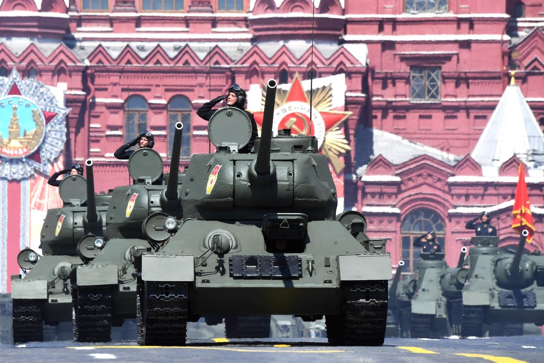 Tenkovi ruske armije tokom vojne parade povodom Dana pobede, Moskva, 24. jun 2020. (Foto: kremlin.ru)
