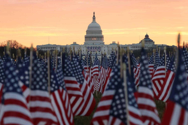 Američke zastavice pobodene na platou ispred zgrade Kapitola uoči inauguracije Džozefa Bajdena, Vašington, 18. januar 2021. (Foto: Joe Raedle/Getty Images)