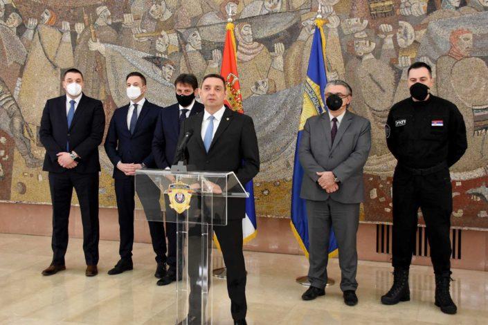 U akciji MUP i BIA uhapšeno 17 lica, Vulin ih uporedio sa Zemunskim klanom