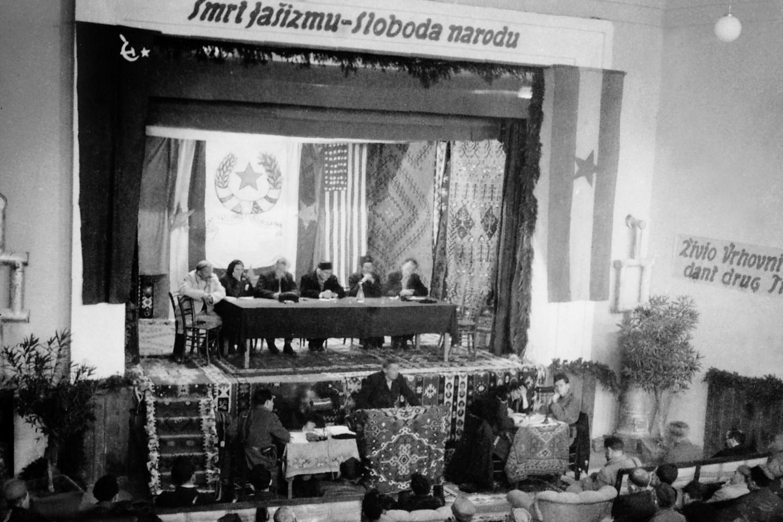 Prizor sa Prvog zasedanja AVNOJ-a u Bihaću od 26. do 27. novembra 1942. godine (Foto: muzej-jugoslavije.org)