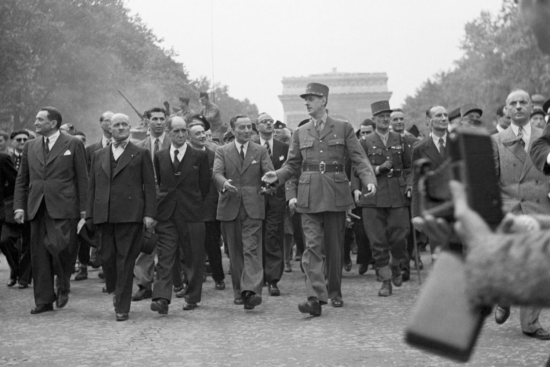 Francuski general Šarl de Gol na čelu trijumfalne povorke na Jelisejskim poljima u čast proslave oslobođenja Pariza, 31. avgust 1944. (Foto: Bettmann Archive/Getty Images)