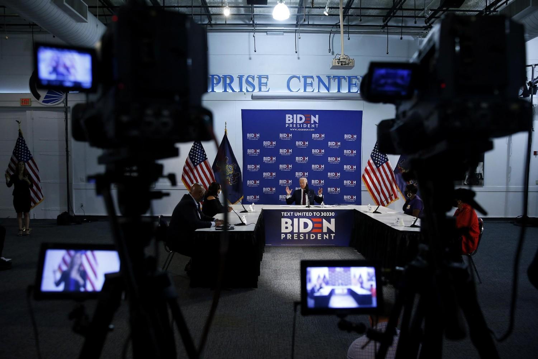 Demokratski predsednički kandidat i bivši američki potpredsednik Džo Bajden tokom govora na okruglom stolu, Filadelfija, 11. jun 2020. (Foto: AP Photo/Matt Slocum)