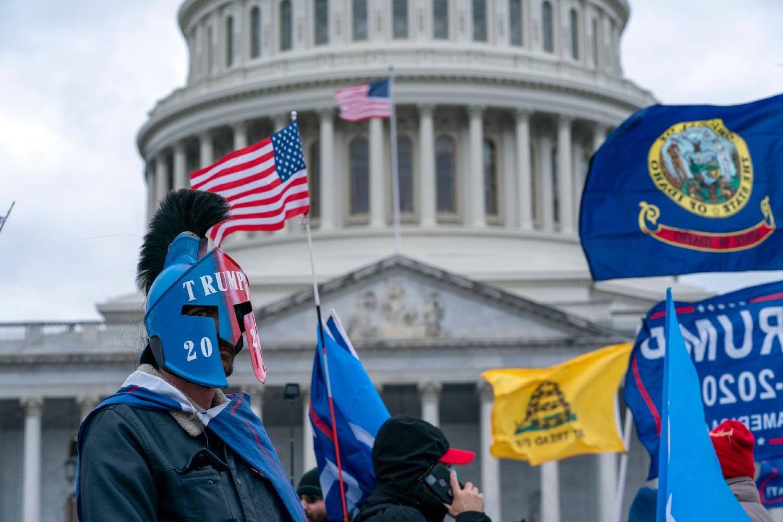 Trampove pristalice tokom nereda ispred zgrade američkog Kapitola, Vašington, 06. januar 2021. (Foto: AP Photo/Jose Luis Magana)