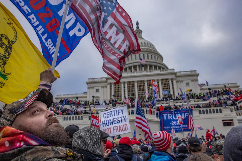 Demonstranti tokom protesta ispred zgrade američkog Kapitola, Vašington, 06. januar 2021. (Foto: Evelyn Hockstein/The Washington Post)