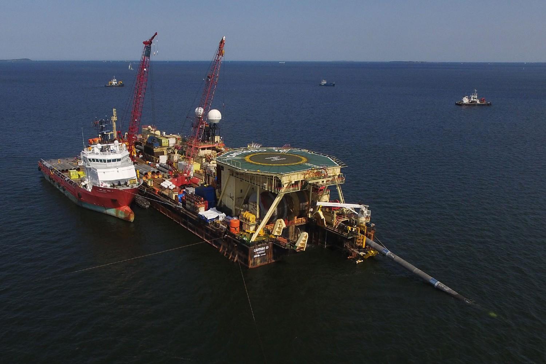 Brod za polaganje cevi tokom rada na izgradnji gasovoda Severni tok 2 u Baltičkom moru, blizu Lubmina u Nemačkoj (Foto: Sean Gallup/Getty Images)