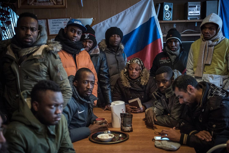 Migranti iz afričkih zemalja u Kandalakši (Rusija) pre prelaska u Finsku (Foto: Sergey Ponomarev/The New York Times)