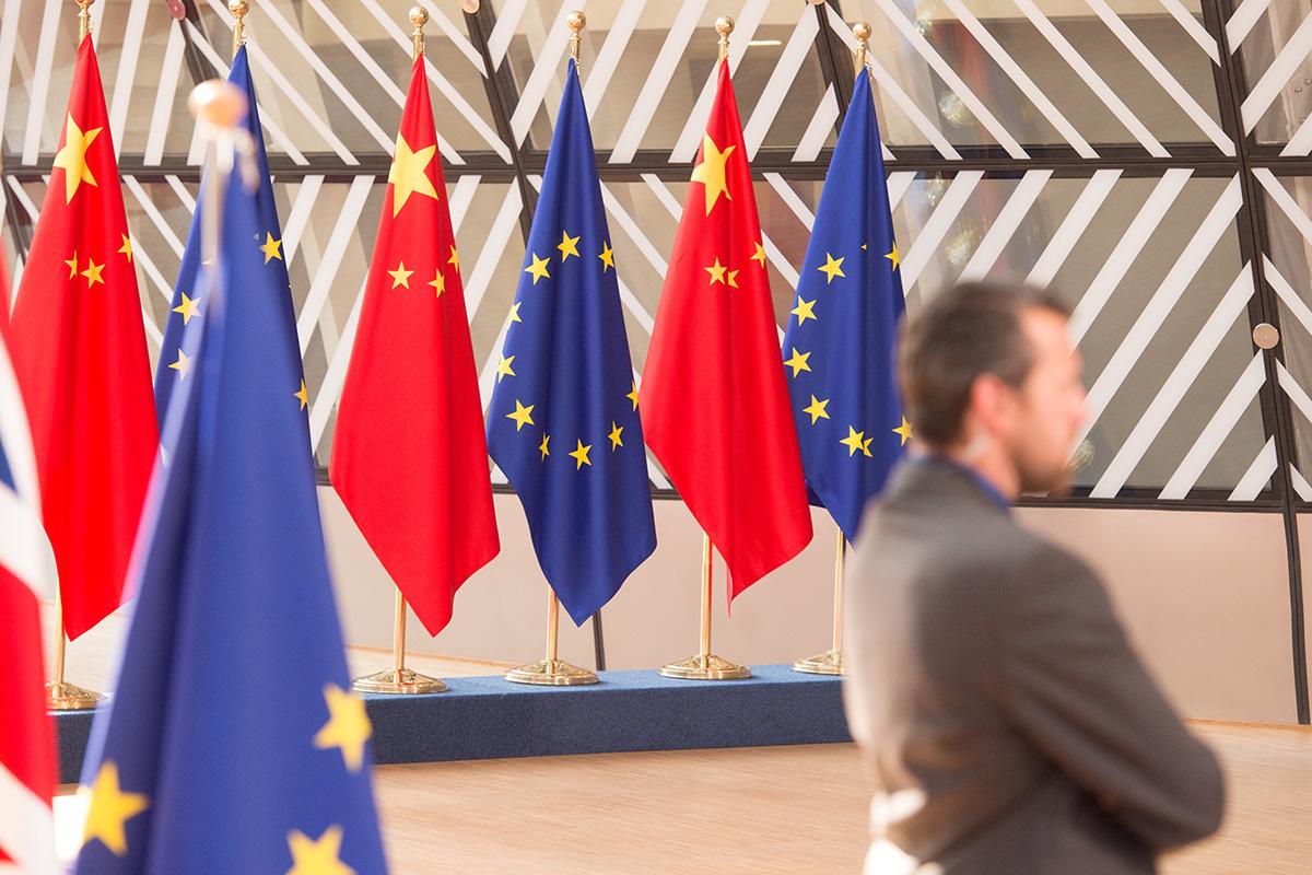 Заставе Европске уније и Кине у Бриселу (Фото: Mauro Bottaro/European Union)