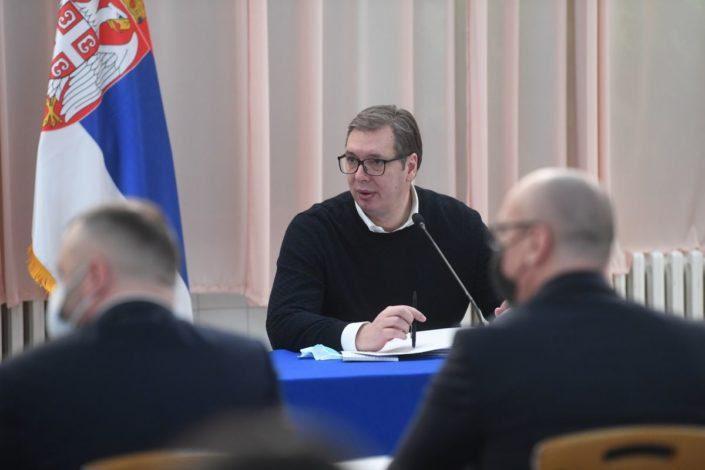Vučić: Pomoć za građane Kosmeta, nezaposlenima 200, deci po 100 evra
