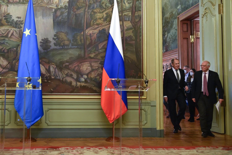 Ministar spoljnih poslova Rusije Sergej Lavrov i visoki predstavnik EU za spoljnu politiku i bezbednost Žozep Borel prilikom dolaska na zajedničku konferenciju za medije nakon njihovog sastanka u Moskvi, 12. februar 2021. (Foto: consilium.europa.eu)