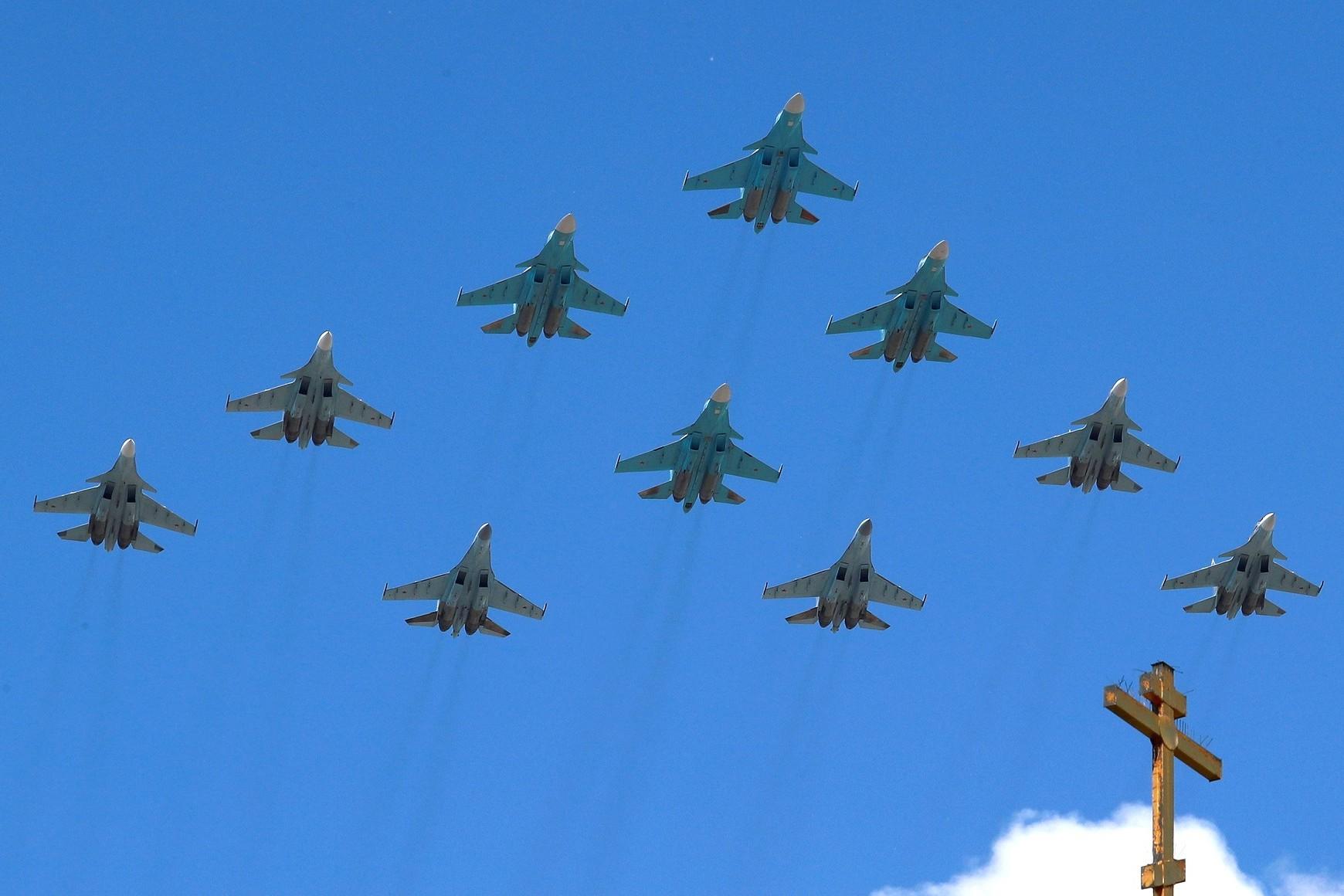 Ruska vojna eskadrila tokom preleta iznad Moskve prilikom obeležavanja Dana pobede, 24. jun 2020. (Foto: TASS/kremlin.ru)