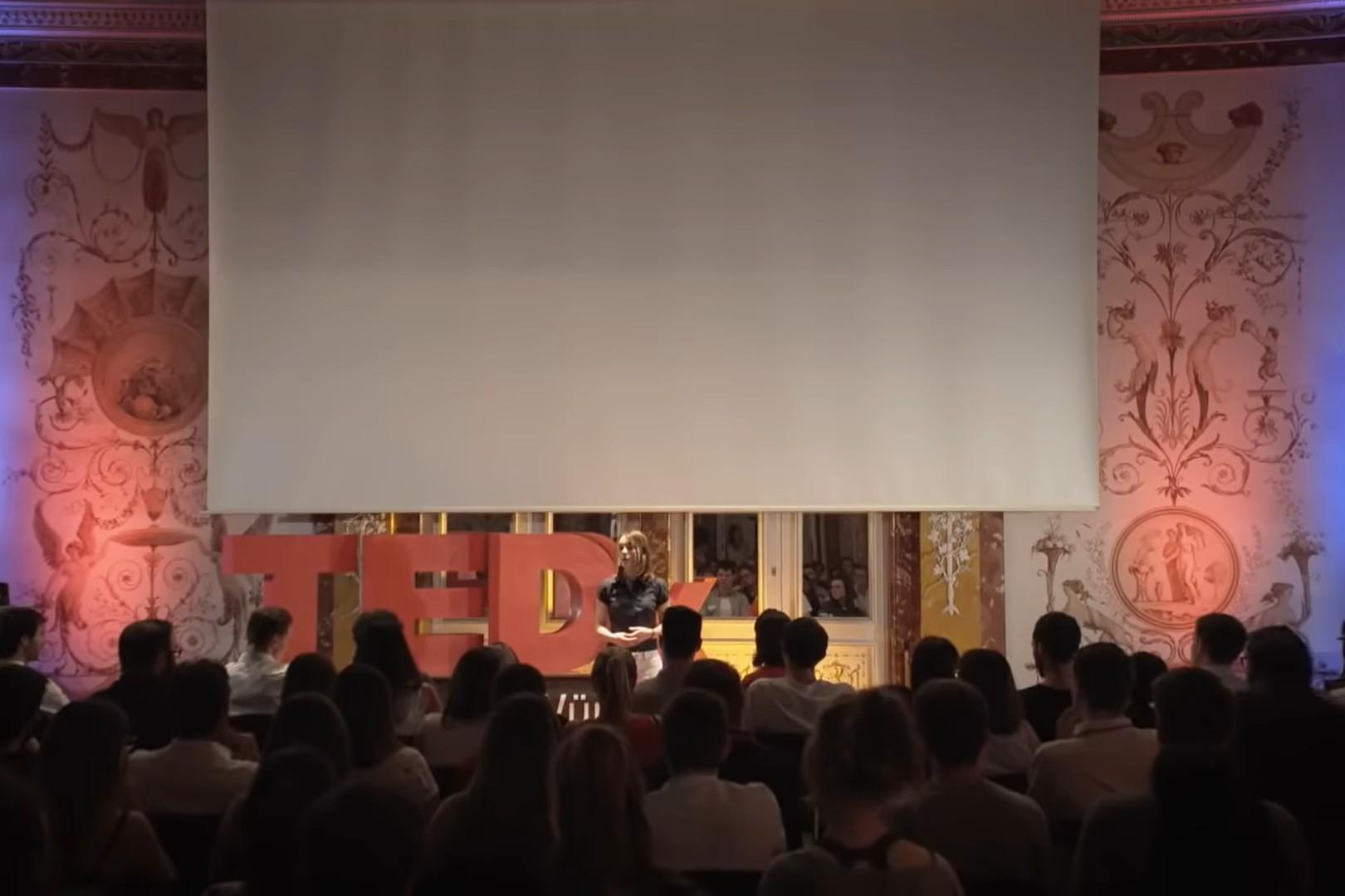 Predavanje Mirjam Hejn o pedofiliji tokom TEDx događaja (Foto: Snimak ekrana/Jutjub)