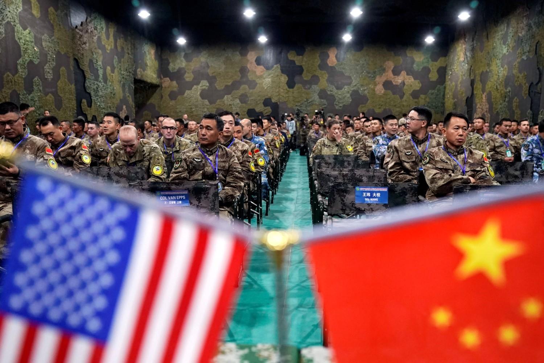 Vojna osoblja američke vojske i Narodnooslobodilačke armije Kine tokom ceremonije zatvaranja vežbe za upravljanje katastrofama u blizini Nanđinga (Kina), 17. novembar 2018. (Foto: Reuters/Aly Song)