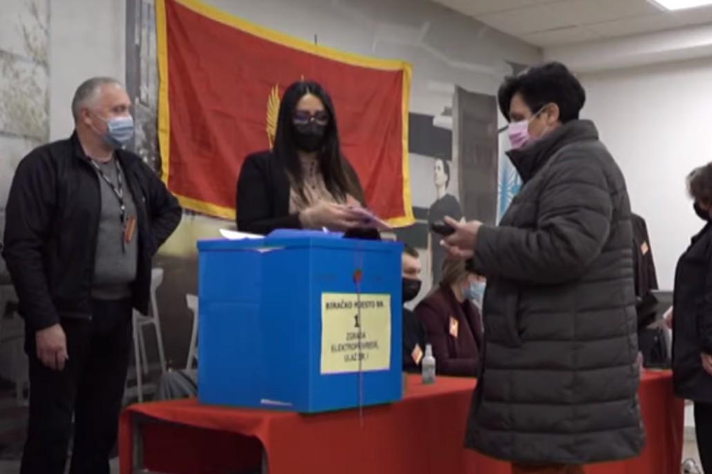 Glasanje na lokalnim izborima u Nikšiću, 14. mart 2021. (Foto: Snimak ekrana/Jutjub/NOVA S)