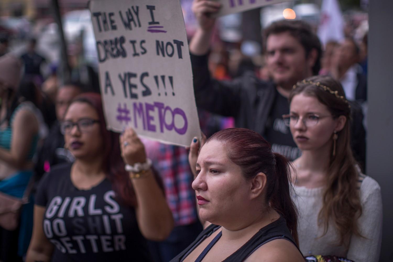 Demonstranti tokom #MeToo protesta protiv seksualnog zlostavljanja, Los Anđeles, 12. novembar 2017. (Foto: David McNew/Getty Images)
