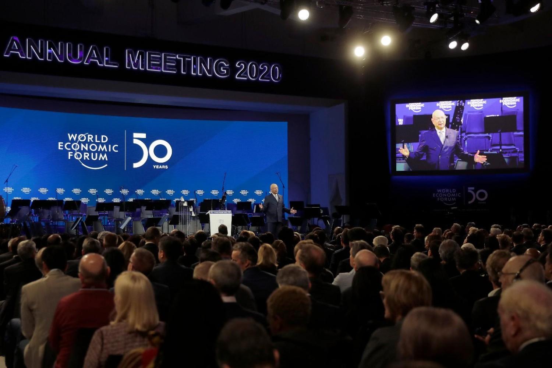 Osnivač Svetskog ekonomskog foruma Klaus Švab tokom uvodnog govora uoči 50. godišnjeg sastanka u Davosu, 20. januar 2020. (Foto: AP Photo/Markus Schreiber)