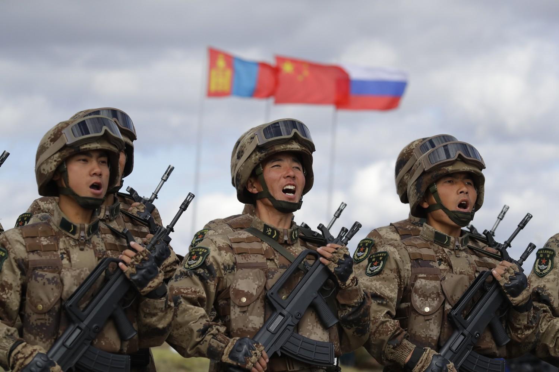 Pripadnici kineske armije tokom marša u okviru vojne vežbe Vostok 2018. u istočnom Sibiru, 13. septembar 2018. (Foto: AP Photo/Sergei Grits)