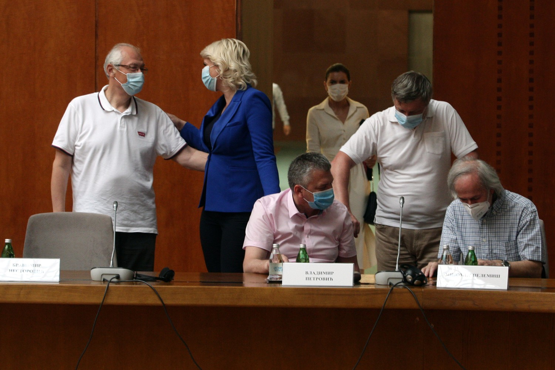 Članovi Kriznog štaba za borbu protiv koronavirusa tokom zasedanja (Foto: Tanjug/Sava Radovanović)