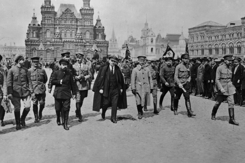 Vladimir Iljič Lenjin sa svojim boljševičkim sledbenicima na Crvenom trgu, Moskva, 25. maj 1919. (Foto: Wikimedia/Smirnov N./Lehtikuva)