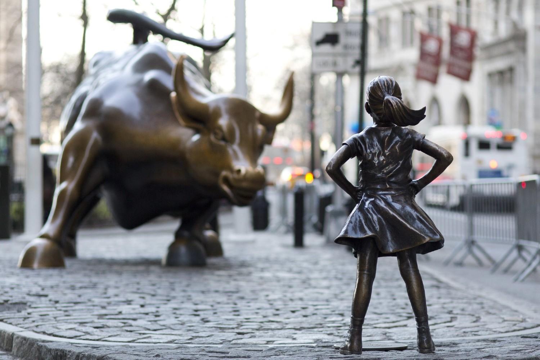 Bronzana statua bika i devojčice ispred Njujorške berze na Volstritu (Foto: AP Photo/Mark Lennihan)