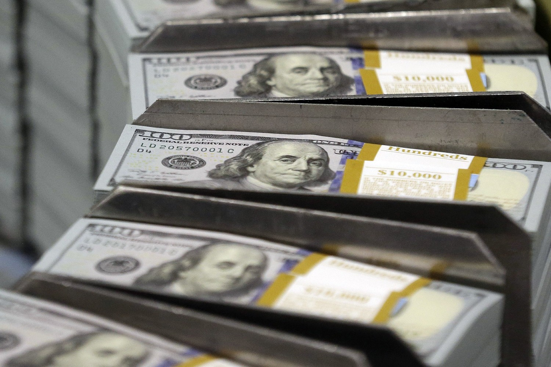 Novčanice od 100 dolara prilikom štampanja u Birou za graviranje i štampu u Fort Vortu (Teksas), 24. septembar 2013. (Foto: AP Photo/LM Otero)