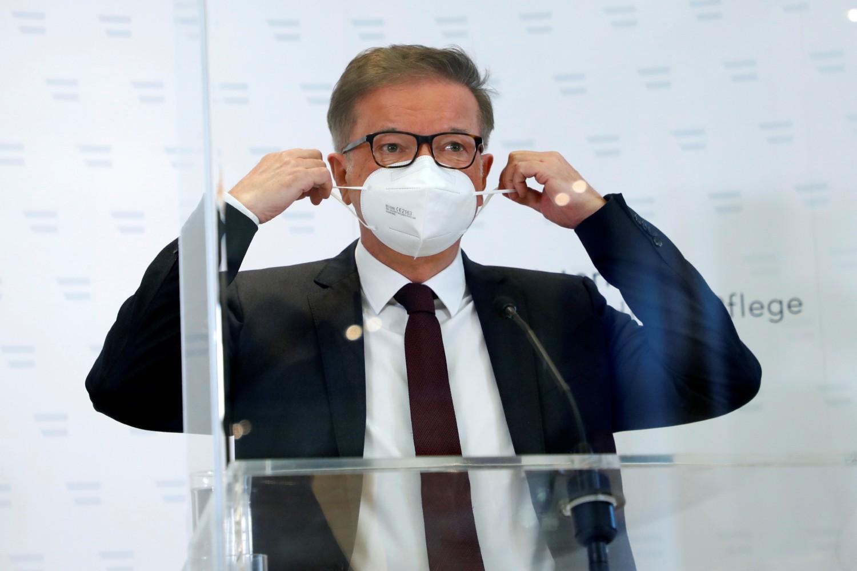 Austrijski ministar zdravlja Rudolf Anšober tokom konferencije za medije, Beč, 13. april 2021. (Foto: Reuters/Leonhard Foeger)