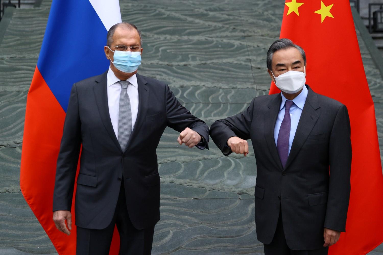 Ruski ministar spoljnih poslova Sergej Lavrov tokom sastanka sa kineskim državnim savetnikom i ministrom spoljnih poslova Vangom Jiem, Guejlin, 22. mart 2021. (Foto: Russian Foreign Ministry/Handout via Reuters)