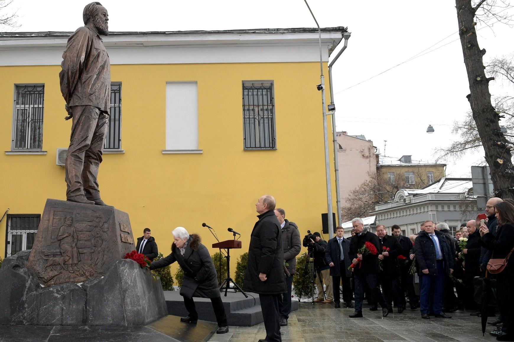 Predsednik Rusije Vladimir Putin tokom otkrivanja spomenika Aleksandru Solženjicinu u Moskvi, 11. decembar 2018. (Foto: kremlin.ru)