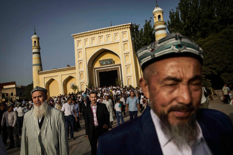 Ujguri neposredno po izlasku iz džamije u starom Kašgaru u Sinkjangu, 29. jul 2014. (Foto: Kevin Frayer/Getty Images)